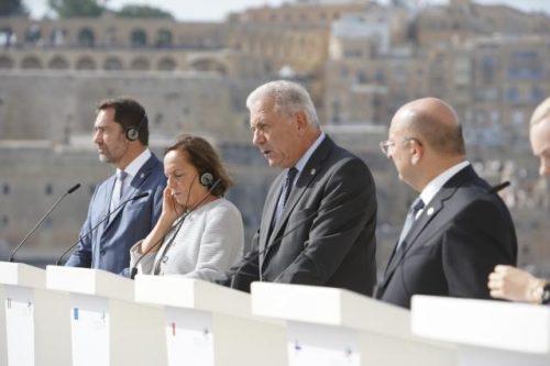 Treffen in Malta: Migrationskommissar Avramopoulus betont gemeinsame Verantwortung aller Mitgliedstaaten