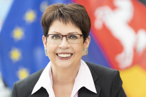 Ministerin Honé würdigt scheidenden Leiter der Landesvertretung Tobias Dünow
