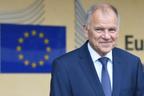 Erstmals Genehmigung der Kommission: Impfstoff gegen Ebola kann in Verkehr gebracht werden