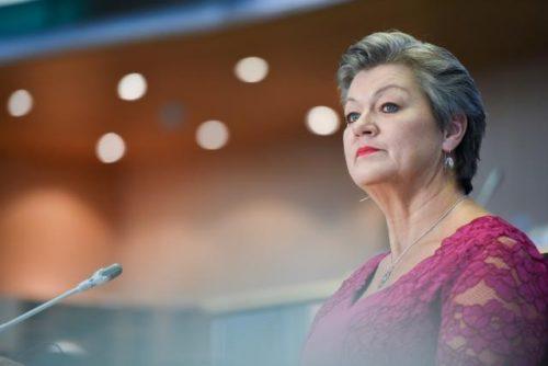 Innenkommissarin Johansson will europäische Zusammenarbeit im Kampf gegen sexuellen Missbrauch von Kindern stärken