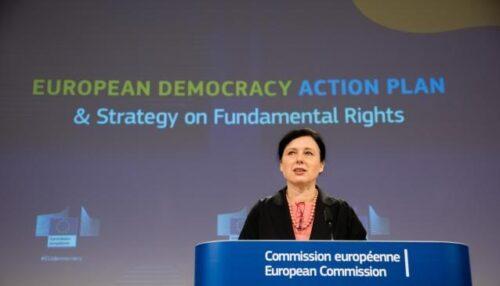 Kommission will Demokratie und Medien in der EU stärken