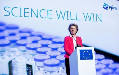 """Präsidentin von der Leyen zu Besuch im Pfizer-Werk: """"Europa ist der globale Impfstoff-Champion"""""""